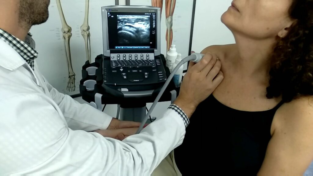 Ecografía musculoesquelética de hombro en consulta médica